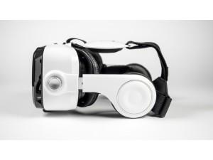 witte BoboVR Z4 met headset zijkant